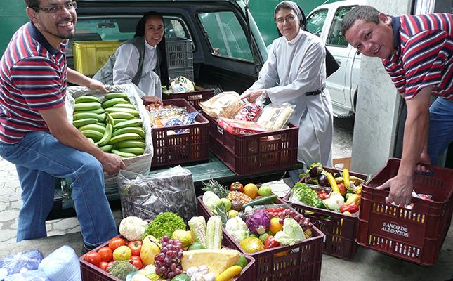 Trabajando juntos para alimentar a los vulnerables