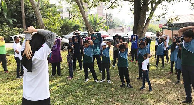 Alentar a los niños a jugar y hacer ejercicio al aire libre.